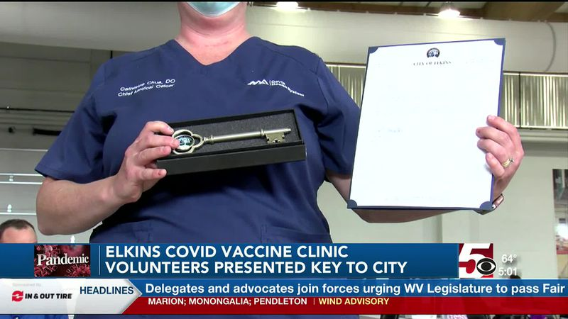 Elkins COVID-19 vaccine clinic volunteers presented key to city
