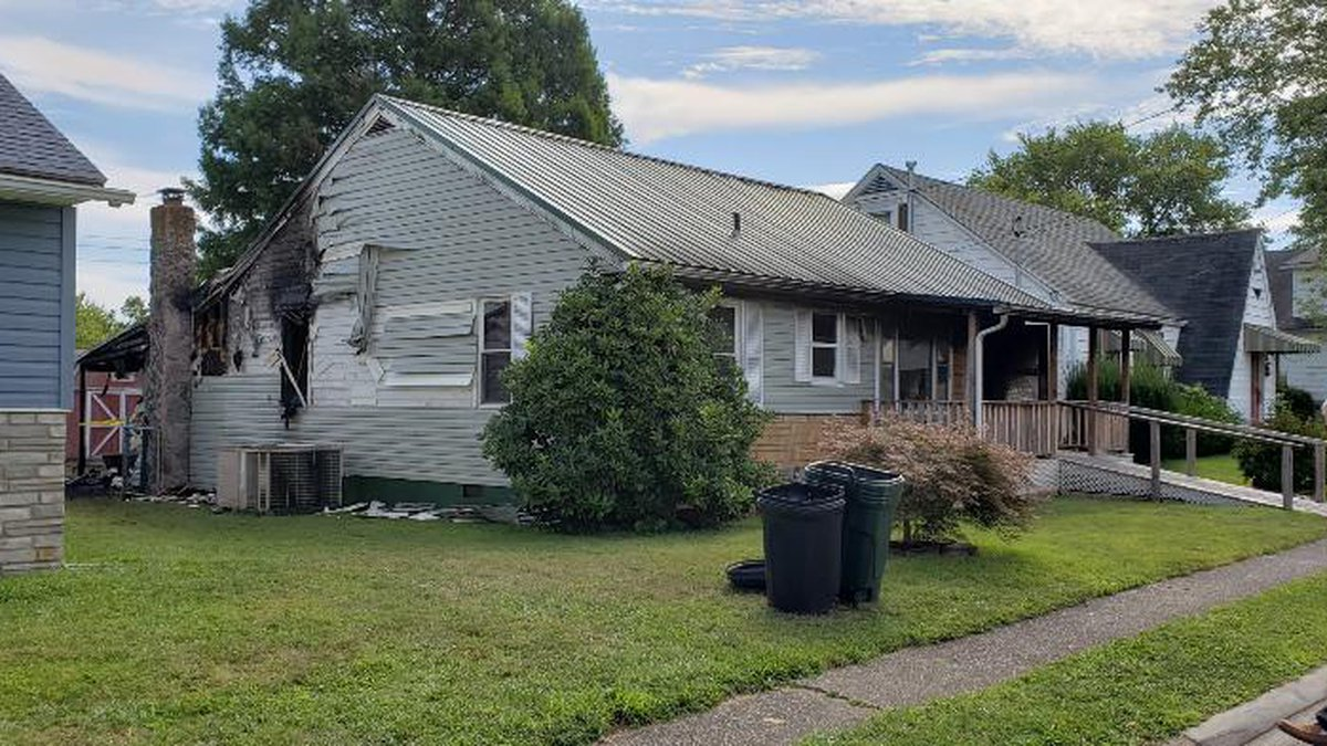 An elderly couple died early Monday morning in a house fire in south Parkersburg, authorities...