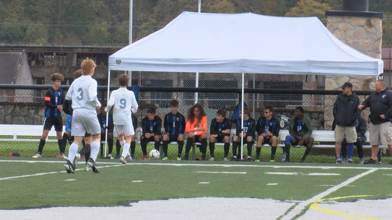 Fairmont Senior boys advance to Regionals with a 4-1 win over Frankfort