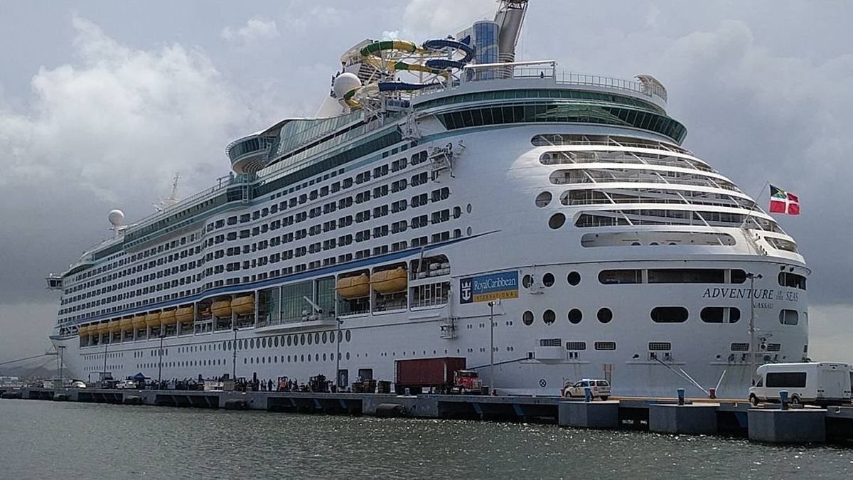 Royal Caribbean Cruise evacuates people from Puerto Rico on September 28, 2017.